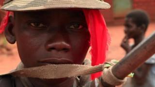 Jamhuuriyadda Dimuquraadiga ee Bartamaha Afrika waxaa ku hardaya malleeshiyaad kala taabacsan Muslimiinta iyo Masiixiyiinta