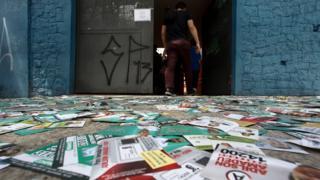 Sujeira deixada por propaganda eleitoral em São Paulo