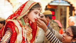 एखाद्या मुलाने किंवा मुलीने आंतरजातीय विवाह केला, तर त्यांच्या भावंडांची लग्न ठरतानाही अडचण येते, असं गोपाळ शेट्टी म्हणाले