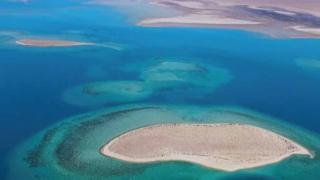 Vista aérea de islas en el Mar Rojo