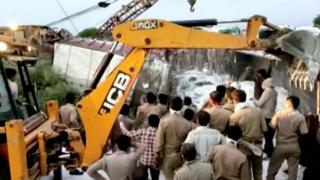 Rescue workers attend the scene of a collision between two lorries in the Auraiya district of Uttar Pradesh (16 May 2020)