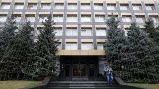 أمام مبنى يضم مكتب لشركة تابعة لـ Burisma Holdings في كييف ، أوكرانيا
