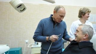 Медицина в Белгородской области: Путин в 2011 году посещал местную больницу и усадил губернатора в стоматологическое кресло
