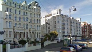 Marlborough Court apartments, Central Promenade