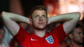 Aficionado de Inglaterra en el día en el que su selección cae eliminada en semifinales.