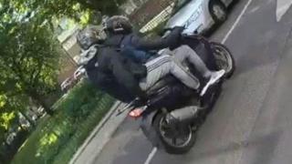 двое на скутере