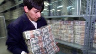 En el año 2000 Ecuador decidió cambiar su moneda al dólar tras la mayor crisis económica de la historia del país