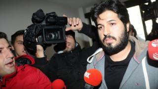رضا ضراب حدود چهار سال پیش در جریان یک رسوالی مالی در ترکیه بازداشت اما بعد آزاد شد