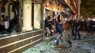 Protesters attack the Macedonian president's offices