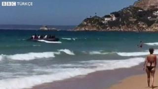 İspanya'daki Cadiz plajına ulaşan göçmenler