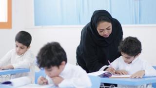 اختلاط البنين والبنات للمرة الأولى في المدارس الأولية في السعودية