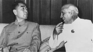 চীনের প্রধানমন্ত্রী চৌ এন লাইয়ের সঙ্গে জওহরলাল নেহরু