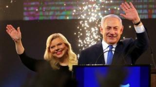 بنیامین نتانیاهو میگوید که خانوادهاش قربانی پاپوشدوزی سیاسی است