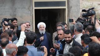 حسن روحانی رئیس جمهور ایران در جریان حضورش در لرستان گفته وزیر کشور مسئول بازسازی مناطق سیل زده است