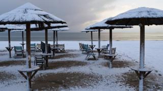 Пляжи в снегу в местечке Артемида