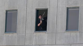 فرد أمن في مقر البرلمان الإيراني