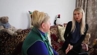 Olga Malchevska, del Servicio Ruso de la BBC, con Lyudmila Ignatenko.