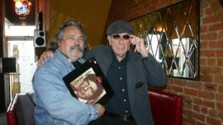 Andrew Gryn and Leonard Cohen in their local bagel cafe in 2007