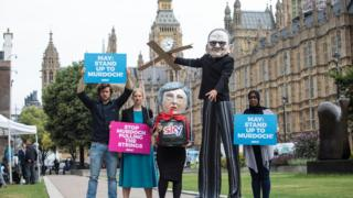 Campaigners from Avaaz dressed as British Prime Minister Theresa May and Australian media Mogul Rupert Murdoch in London in June