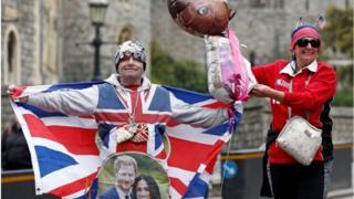 Фанати королівської родини святкують народження малюка