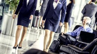Проходящие стюардессы