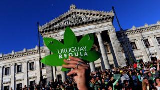 Manifestación a favor de la legalización de la marihuana en Uruguay.