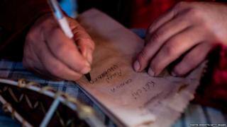 क्लेडरोन यघान भाषा को बचाने के प्रयास कर रहे हैं.