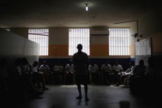 Brezilya'da kalabalık bir hapishanedeki mahkumlar