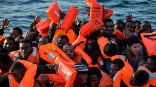 Des migrants recueillis dans une situation difficile en Méditerranée.