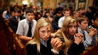 gençler kilisede