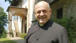 الكاهن الراحل