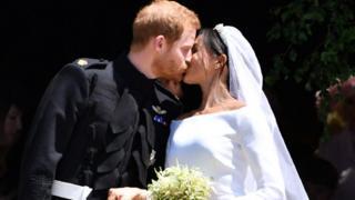Свадьба принца Гарри и Меган Маркл - поцелуй