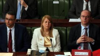 الفخفاخ واثنان من وزرائه في البرلمان