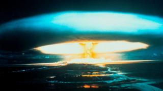 Взрыв термоядерного заряда мощностью 15 мегатонн на атолле Бикини 1 марта 1954 г.