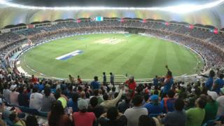 क्रिकेट का मैदान