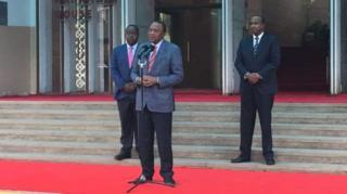 Prezida Uhuru Kenyatta avugana n'abamenyeshamakuru ku biro vy'umukuru w'igihugu