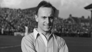 Ivor Broadis pictured in Manchester City colours in 1951