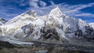 珠穆朗玛峰和昆布冰川