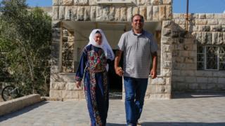 مفتية طليب مع ابنها بسام