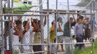مركز احتجاز في جزيرة مانوس