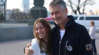 Мэр Екатеринбурга Евгений Ройзман фотографируется с поклонницей