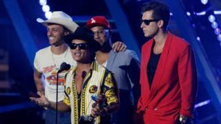 Mark Ronson (R) and Bruno Mars (holding trophy) accept the award for best male video for 'Uptown Funk' at the 2015 MTV Video Music Awards in Los Angeles, California August 30, 2015.