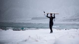 Серфинг в снегах и под северным сиянием. Фотогалерея