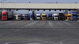 Kamyonlar Kapitan Andreevo sınır kapısı aracılığıyla Türkiye'den Bulgaristan'a geçmekl için bekliyorlar