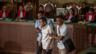 Setya Novanto didakwa secara bersama-sama melakukan perbuatan tindak pidana korupsi yang mengakibatkan kerugian negara sekitar Rp2,3 trilliun dalam proyek pengadaan KTP Elektronik.