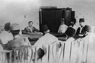 شاه امان الله خان با تعداد ی از وزرایش