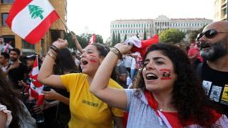 Mujeres protestan en la plaza Riad al-Solh, en Beirut, el 21 de octubre de 2019