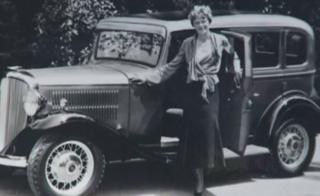Amelia Earhart with her Hudson Essex Terraplane car