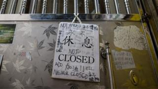 """A """"Closed"""" sign and support messages hang on the door of the Causeway Bay Books store in Hong Kong, China, 05 February 2016."""