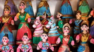 Танжорская кивающая головой кукла имитирует знаменитый индийский жест